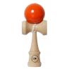 Certifikovaná soutěžní Kendama. Optimální rozměry, rozložení hmotnosti a vlastnosti laku v kombinaci s použitým prémiovým bukovým dřevem dodávají PLAY PRO II K jedinečnou dokonalost. Výška: 185 mmŠířka: 70 mm Průměr tamy: 60 mm Délka provázku: 400 mm Hmotnost: tama cca 75 g, ken cca 75 g